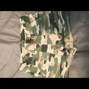 New. Shorts. Army style
